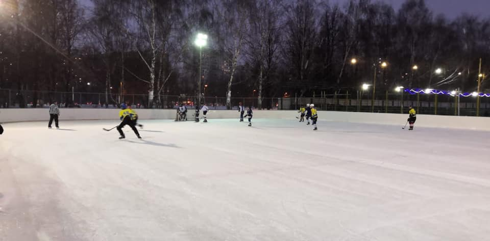 Турнир по хоккею пройдет на катке в Прудовом проезде