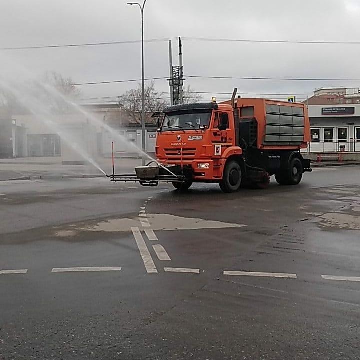 В прошлую субботу в Останкине продезинфицировали дороги и тротуары