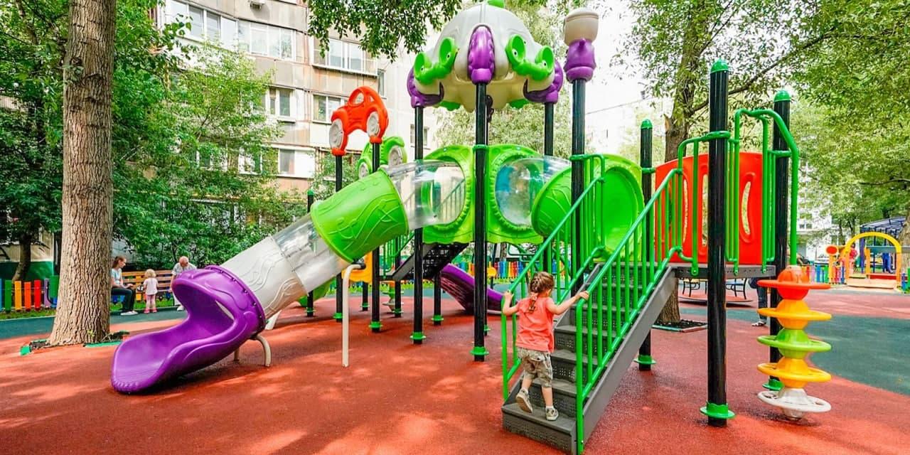 На Большой Марьинской отремонтируют детскую площадку