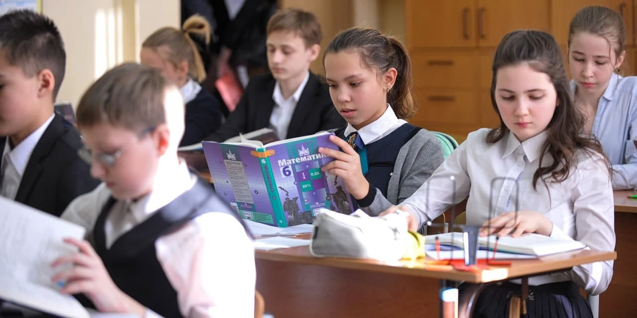 Первоклассники школы № 1220 попрощались с букварем