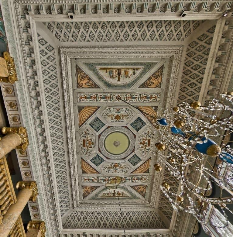 В музее-усадьбе «Останкино» рассказали о росписи в Голубом зале