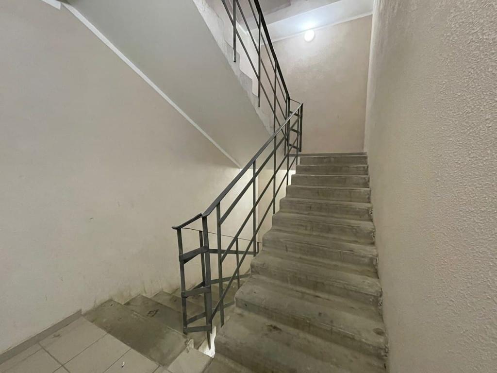 В подъезде дома на Аргуновской починили освещение